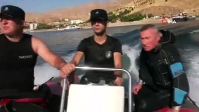 Feribottan atladı, dalgıç polisler aramaya başladı