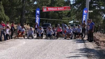 Kütahya'da kıran kırana 'Tahtalı araba' yarışı