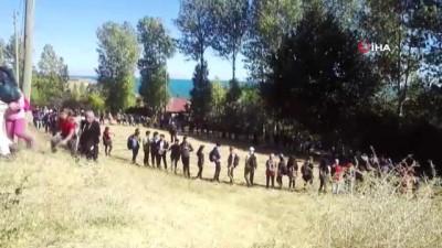Dağcılar Van Gölü'nün temiz kalması için tırmanmaya devam ediyor