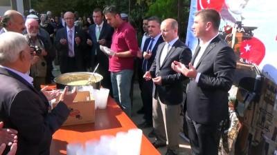 Burdur Belediyesi, Barış Pınarı Harekatı şehitleri için helva dağıttı