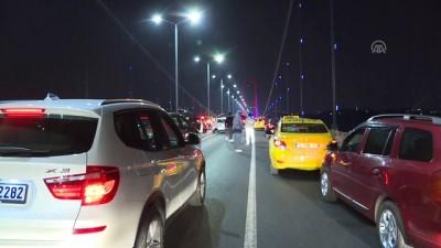 Elindeki silahla 15 Temmuz Şehitler Köprüsü'nde trafiği durdurdu - İSTANBUL