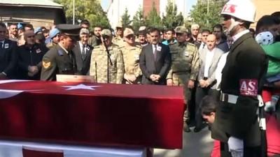 cenaze arabasi - Van'daki terör saldırısı - Şehit Uzman Çavuş Eren Öztürk son yolculuğuna uğurlandı - BİTLİS