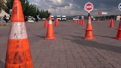 Aksaray'da ambulans sürücüleri parkurun tozunu attırdı