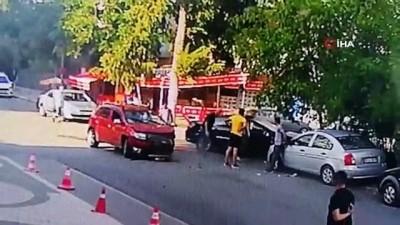 Kontrolsüz kavşakta 3 araçlı zincirleme kaza kamerada: 1 yaralı