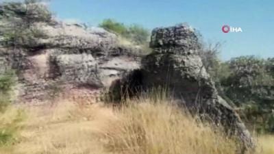 Lice'de kayalıkların içine gizlenmiş halde 158 kilo esrar ele geçirildi