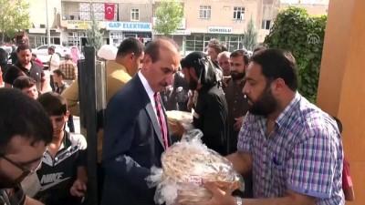 Sınır hattındaki Suriyeli ailelere ekmek yardımı - ŞANLIURFA