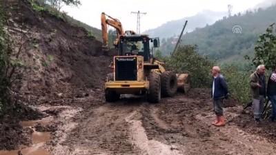 Giresun'daki şiddetli yağış - Yol açma çalışmaları