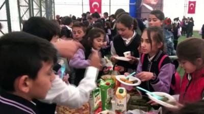 Minik öğrenciler Mehmetçik Vakfı için kermes düzenledi