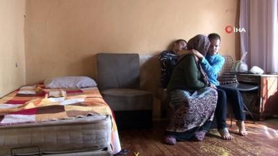 Zihinsel engelli 2 çocuğuyla harabe evde yaşam savaşı veriyor