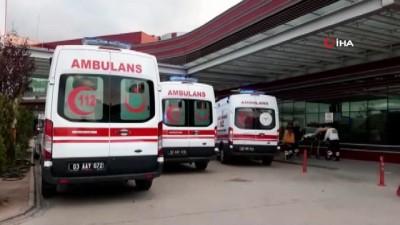 Yolcu otobüs ile kamyon çarpıştı: 19 yaralı