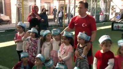 futbol maci -  Özel çocuklar sahaya çıktı, Mehmetçiğe asker selamıyla destek verdi