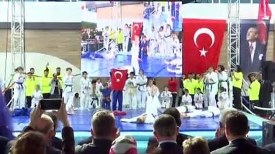 Bakan Kasapoğlu, Ümraniye'de spor tesisi açtı - İSTANBUL