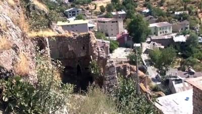 Çukurca'daki 4 asırlık taş evlerin restorasyonu sürüyor - HAKKARİ