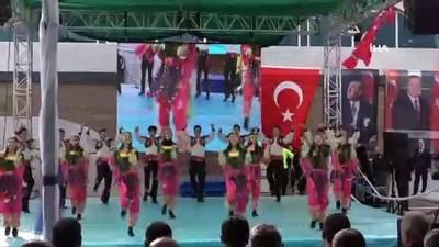 Gençlik ve Spor Bakanı Kasapoğlu, Ümraniye'de yüzme havuzunun açılışını yaptı