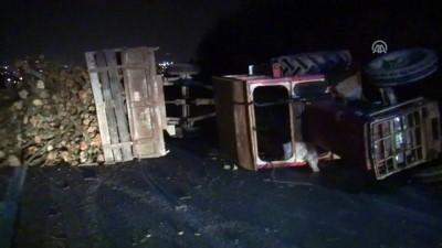 Traktör devrildi: 2 yaralı - SAKARYA