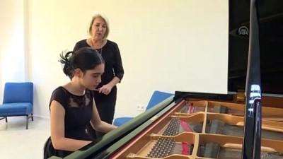 haziran ayi - 12 yaşındaki piyanist Papatya, New York'ta sahne alacak - İZMİR