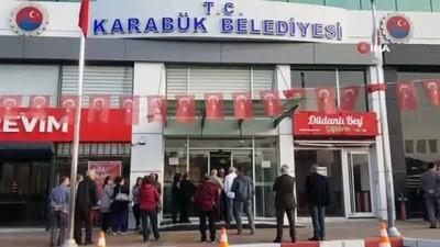 gorev suresi -  MHP'li Başkan, işe geç gelen işçi ve memurları belediye almayarak kapıları kapattı