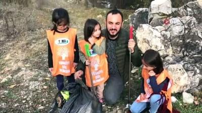 Babasıyla yol kenarına atılan çöpleri toplayan Zeynep'e Konyalı firma çöp toplama aparatı hediye etti