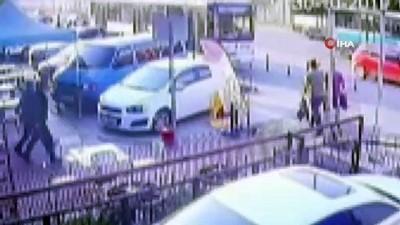 Servis şeridinden hızla giden otobüsün öğrenciye çarpma anı kamerada