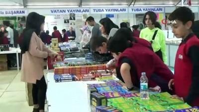 Elazığ Belediyesi 3. Kitap Fuarı'na yoğun ilgi devam ediyor