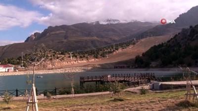 Ergan Dağı'nın yüksek kesimlerine kar yağdı