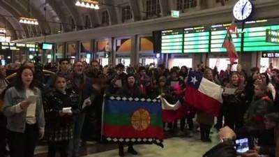 - İsveç'teki Şilililerden Ülkelerindeki Gösterilere Destek