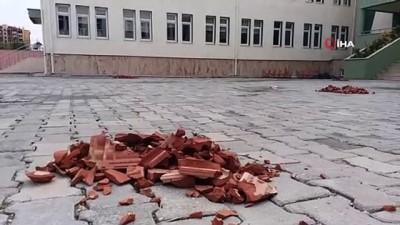 Okulda dehşet anları kamerada...Çatıdaki kiremitler öğrencilerin üzerine böyle düştü