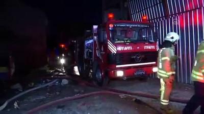 yangin yeri - Fatih'te metruk binada yangın - İSTANBUL