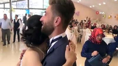 Japonya'da evlendiler, 6 yıl sonra hem çocuklarının sünnetini hemde düğünlerini yaptılar