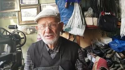 86 yaşındaki ayakkabı tamircisi, tükenmeye yüz tutmuş mesleğiyle direniyor