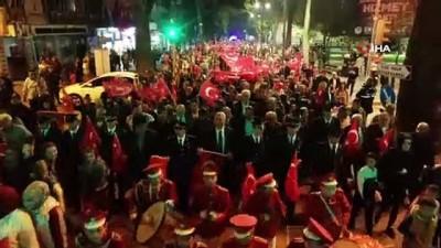 - Hendek Belediye Başkanı Turgut Babaoğlu 'Bayrak' şiirini okudu