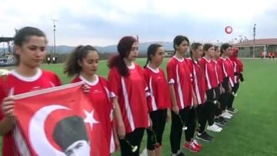 futbol maci - Çanakkale'de kızların renkli futbol maçı