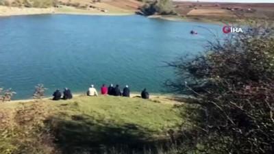 Gölete düşerek kaybolan öğretmeni arama çalışmaları sürüyor