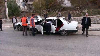 Park halindeki otomobile çarpan araçtaki 3 kişi yaralandı - KAHRAMANMARAŞ