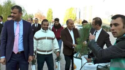 Sivas'ta hükümlüler fidan dağıttı