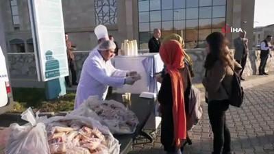 Üniversite kampüslerinde sıcak çorba dağıtımına başlandı