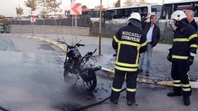 Ceza yazılan ehliyetsiz sürücü motosikleti yaktı - KOCAELİ
