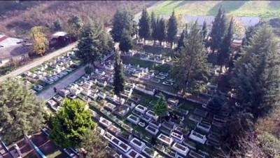 yangin yeri - Düzce'deki depremde hayatını kaybedenler mezarları başında anıldı