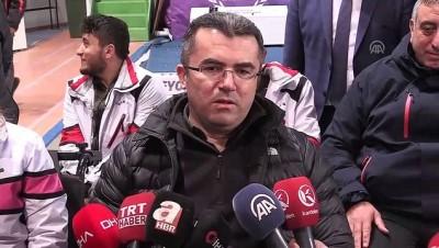 Erzurum Valisi Memiş, tekerlekli sandalyede curling oynadı - ERZURUM