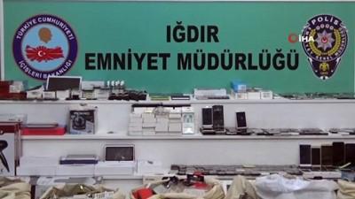 Iğdır'da kaçak cep telefonu operasyonu...Çuvallar dolusu kaçak telefon ele geçirildi