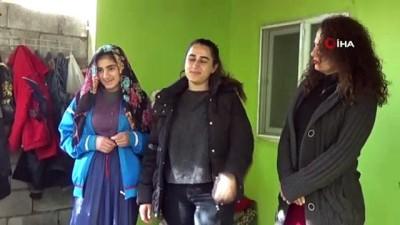 Fedakar öğretmenler kapı kapı gezerek öğrencileri eğitime kazandırıyor