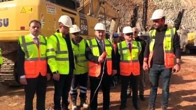 Sanayi ve Teknoloji Bakanı Varank, altın madeninde incelemelerde bulundu