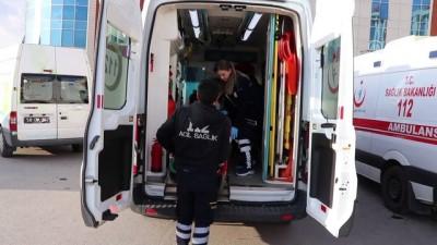 17 ortaokul öğrencisi ile 1 öğretmen gıda zehirlenmesi şüphesiyle hastaneye kaldırıldı - SİVAS