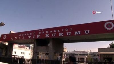 Bakırköy'de ölü bulunan 1'i çocuk 3 kişinin cesetleri Adli Tıp Kurumu'ndan alındı