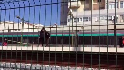 Kartal'da raylara düşen kişi, trenin çarpması sonucu yaralandı - İSTANBUL