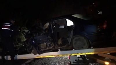 Otomobil tırın altına girdi - BURSA