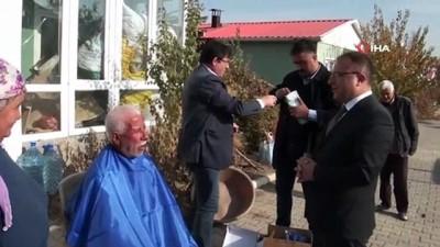 Yaşlılara evde tıraş hizmeti