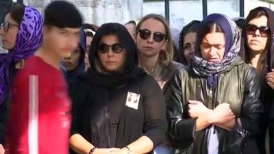 Bakırköy'de zehirlenen aile son yolculuğuna uğurlandı - İSTANBUL
