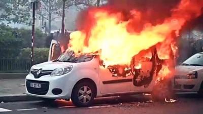 Fransa'da sarı yelekliler gösterilerin birinci yılında sokaklarda - PARİS