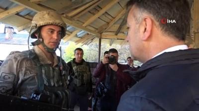 Vali Çağatay ve Tuğgeneral İlbey'den karakol ziyareti